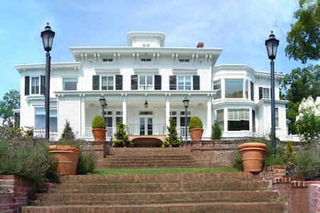 Pretty Penny, an Italianate Mansion - Nyack - Huis