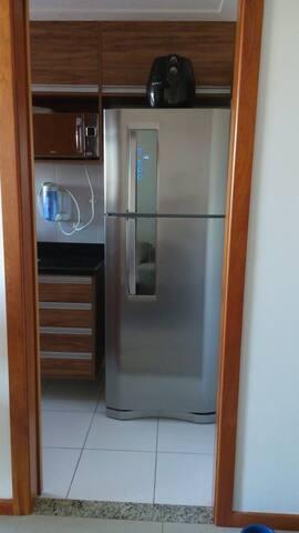 Refrigerador, Filtro de agua e Microondas (disponibilizo também sanduicheira, espremedor de laranja elétrico e air Fryer).