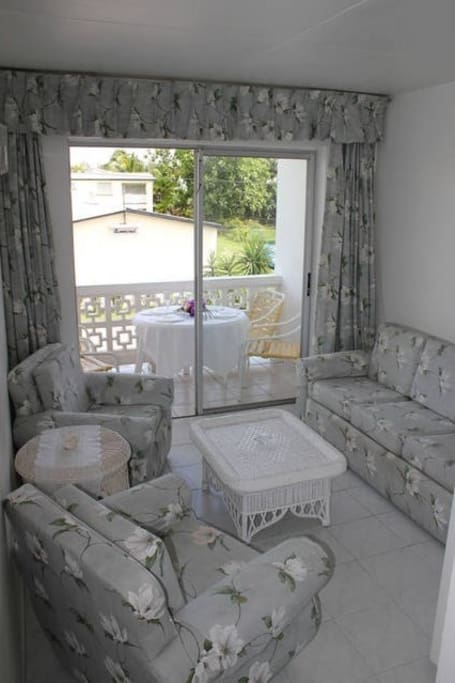 Shared Living Room has Sat - TV and Stereo Radio and DVD player. There are breakfast facilities as well. Kitchen located downstairs.
