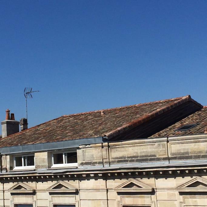 Vue du salon: les belles façades bordelaises quartier Fondaudège