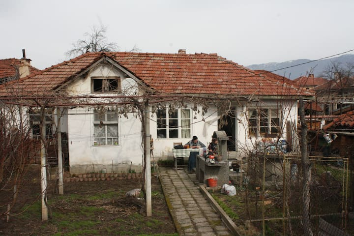 Old school village house - Bogdan - Hus