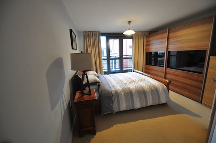 15 Queens Court  - 43 - Hull - Apartment