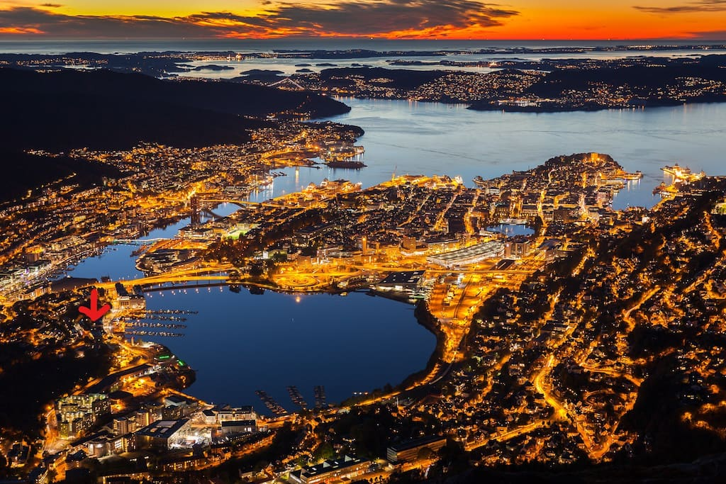 Winter picture of the centre of Bergen seen from Mount Ulriken. The Apartment being  marked by an Arrow to the left in the picture.