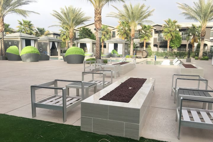 Modern Luxury Private 2BR/2BTH min to Vegas Strip! - Las Vegas - Leilighet