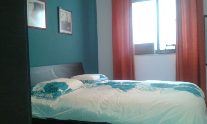 Room with double bed in Zurrieq, Malta