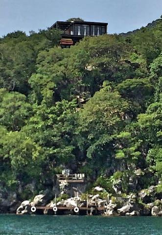 Chalet a orillas del lago Atitlan