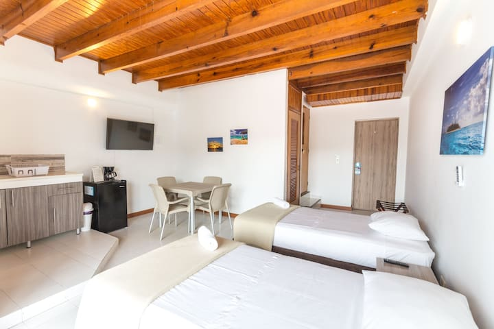 Serrana Cay Double Room (5 min from the beach)