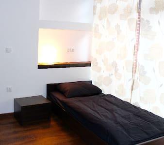 Einzelzimmer mit Gemeinschaftsküche und Bad. - Weener - Hus
