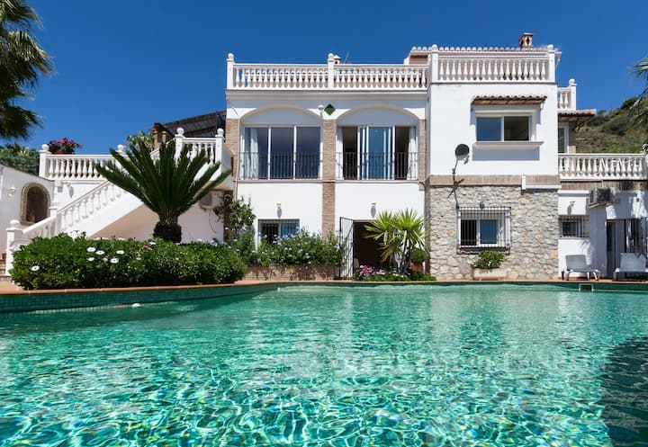 Villa Esmeralda with private heated pool
