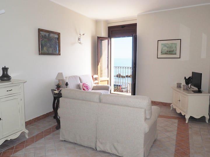 Elegant seafront SEAVIEW APT  2 bed r & 2 bath r