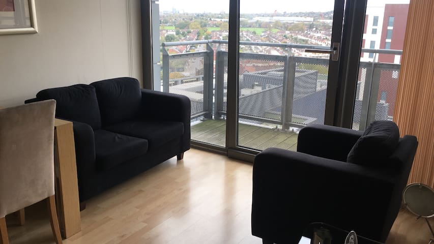 Zone 2 West London 10th Floor 2 bedroom apartment!