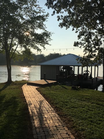 ** AVAILABLE For ELEARNING** Lakeside Retreat