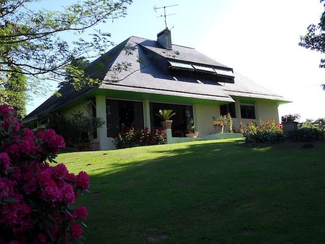 le jardin des agapanthes près PAU - Morlaas - Casa