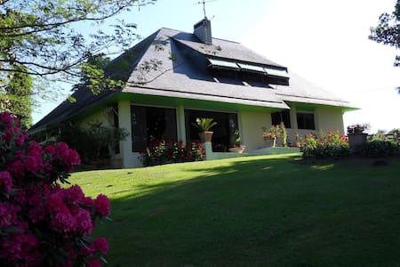 le jardin des agapanthes près PAU - Morlaas - House