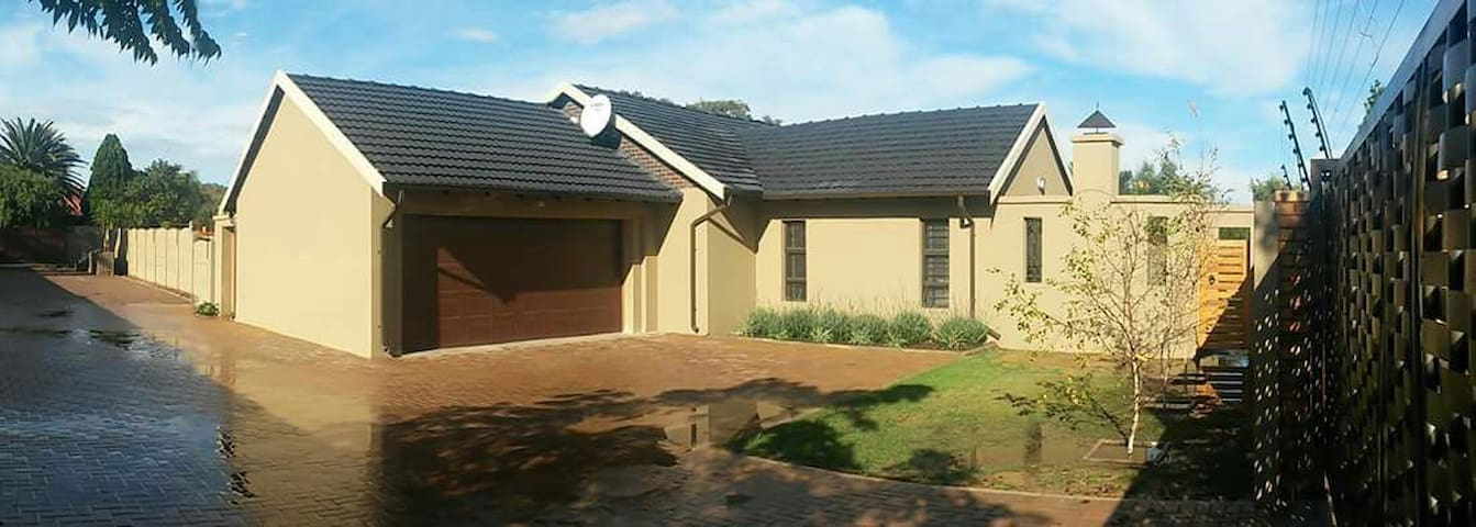 Suburban home 30km south of Sandton - Alberton