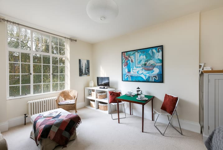 Quaint & charming 1 bed flat in exclusive Chelsea