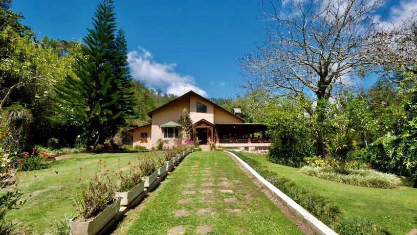 Estancia Marola  | Amazing Mountain Getaway Cabin