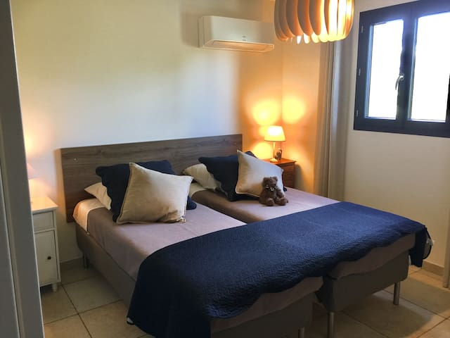Chambre lit double ou 160 côté Ventoux.
