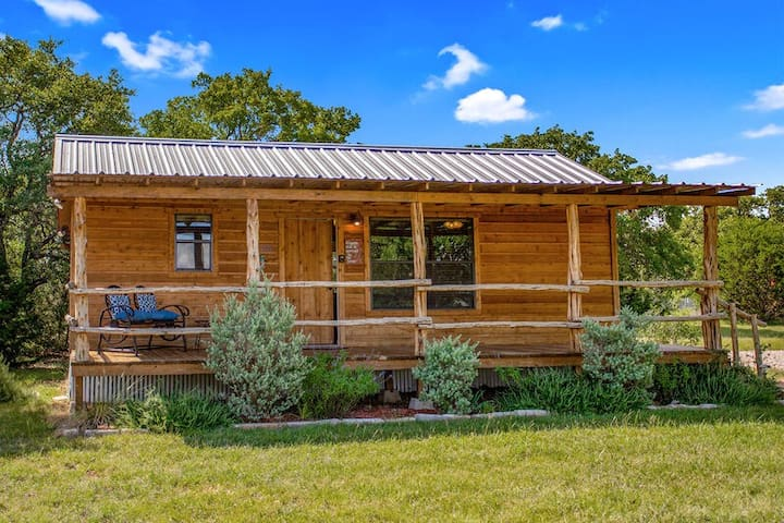 Bunkin Inn | 1/1 Cabin | King Bed | Pet Friendly | Close to Town