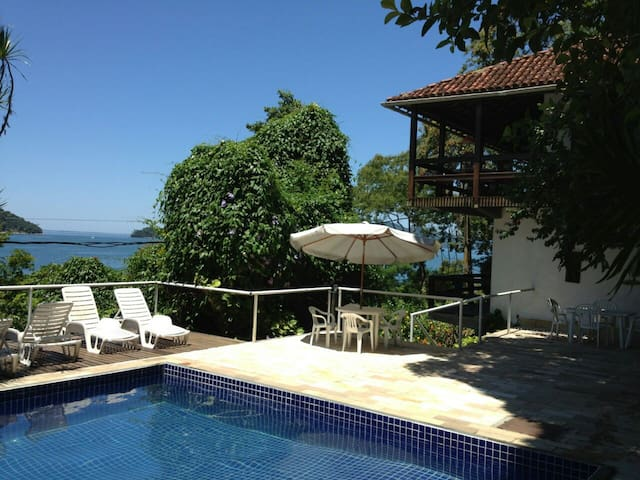 Casa na Ilha com Piscina, Praia e Churrasqueira - Mangaratiba