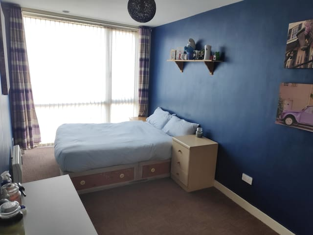 Spacious room with private bathroom. Cork street