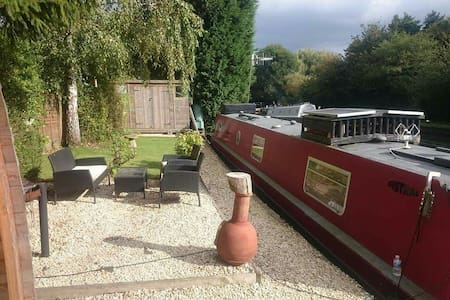 Modern narrowboat Fistral, 55 foot garden mooring - Hertfordshire - Boot