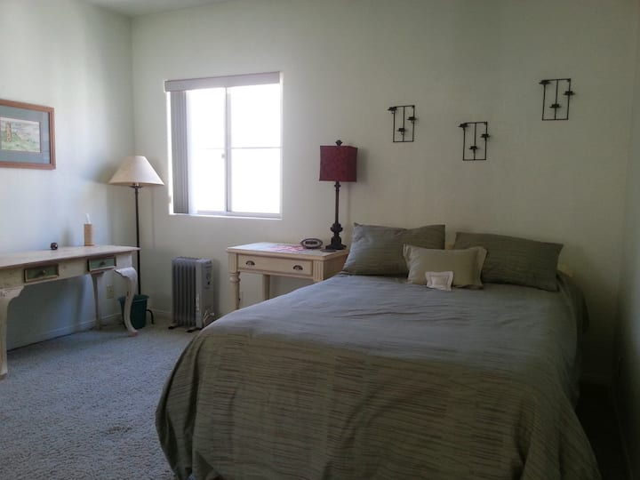 Warm & Inviting Private Room-3blocks to beach