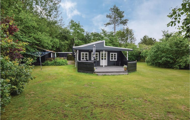 Holiday cottage with 3 bedrooms on 72m² in Højby