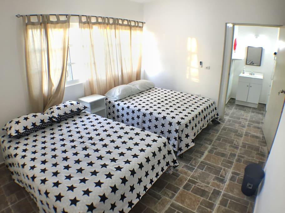 El Departamento solo cuenta con una habitación. Buena iluminación. Baño independiente.