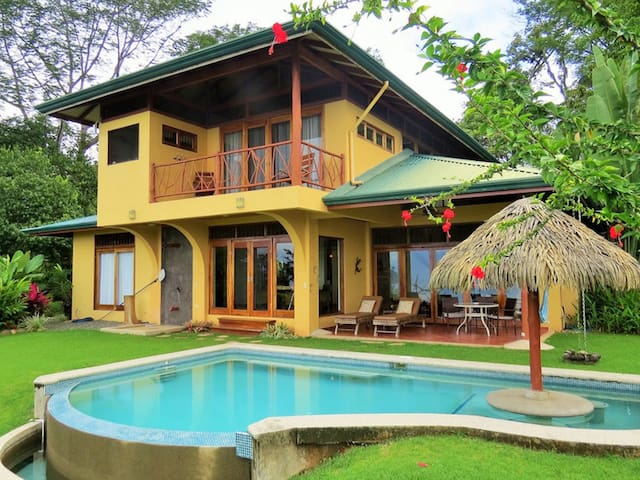 Aracari-Ocean and Jungle views, A/C,pool...5 Star!