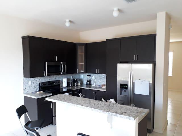 Two Cozy Suite room no deposit/clean Fee