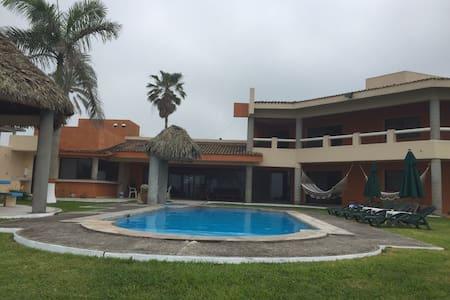 Flamante Villa en La Playa, Alberca, 6 Hab! Êlite!