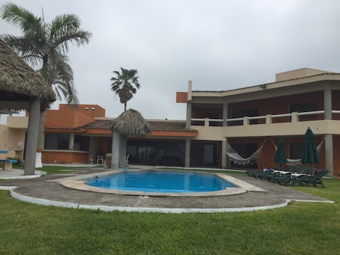 Spectacular O/V Beachfront House w/pool 6 BedRooms