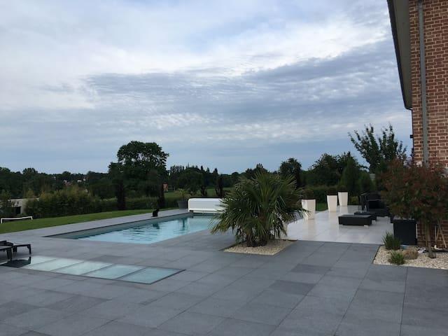 Vaste maison avec piscine au coeur de l'Avesnois