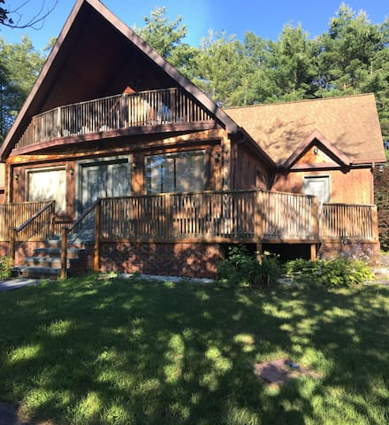 Cozy Home Between Saratoga & Lake George!