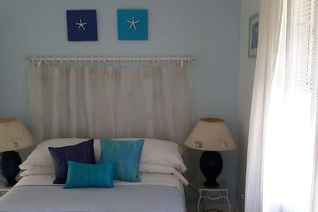 Cozy room in 2 bedroom duplex