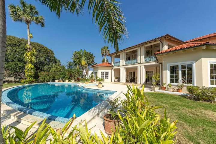 Exclusive 4 BR/4 BA - Villa on Encuentro Beach