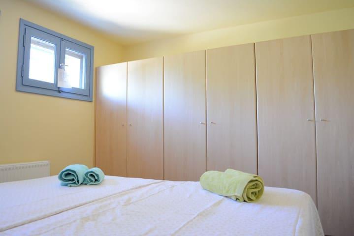 Lower floor (double bed bedroom).