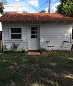 1 bedroom Guesthouse - Historic Smithville, Texas - Smithville