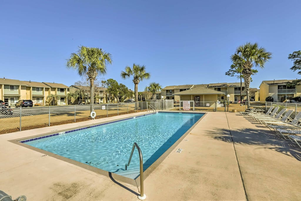 This condo offers access to 11 pools, 4 tennis courts, and a breathtaking beach.