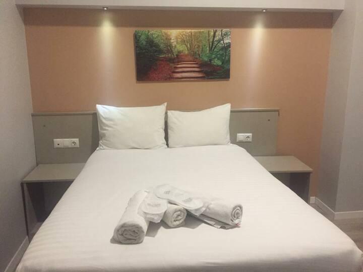 Merkezde temiz ve güvenli penceresiz otel odası c3