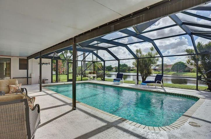 Enormous Pool House on the Lake - Boynton Beach - House