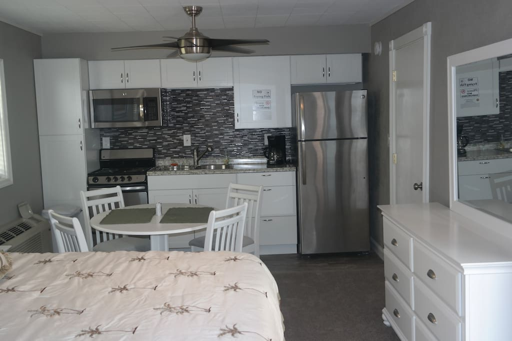 Features full kitchen and eat-in dinette table for 4
