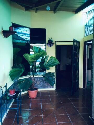 Habitación privada en casa familiar vegetariana