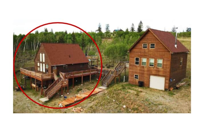 Red's Retreat - Hot tub, pool table, so much more!
