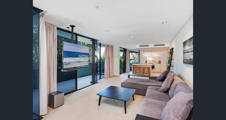 Spacious Modern Luxury in Beautiful Burleigh