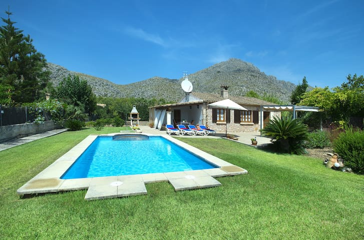 Beautiful Villa Margarita with Private Pool and Great Views