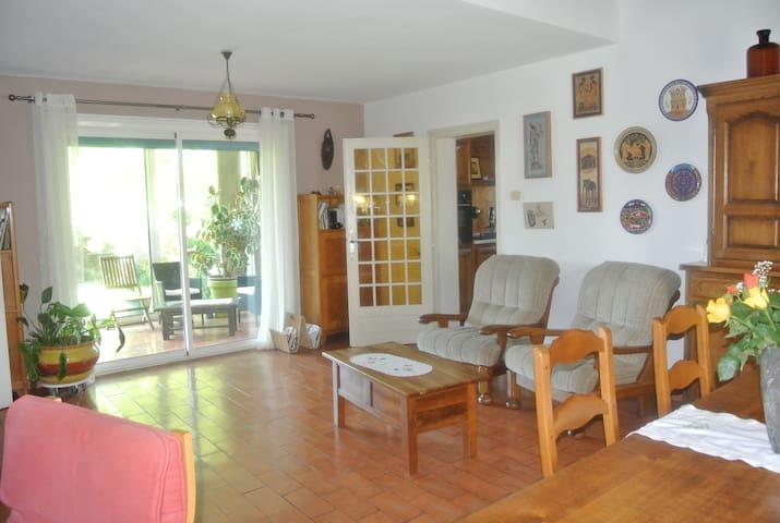 Villa  provençale près d'Aix en Pce avec piscine