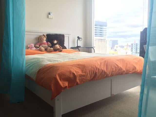 Bright bed-sitting room with great view - Melbourne - Wohnung