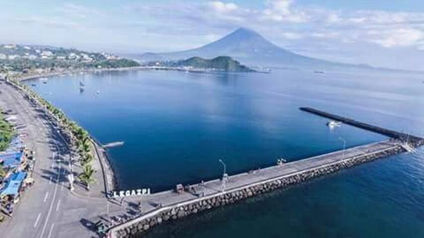 Motel room for 2 near sea boulevard, Mayon view R2
